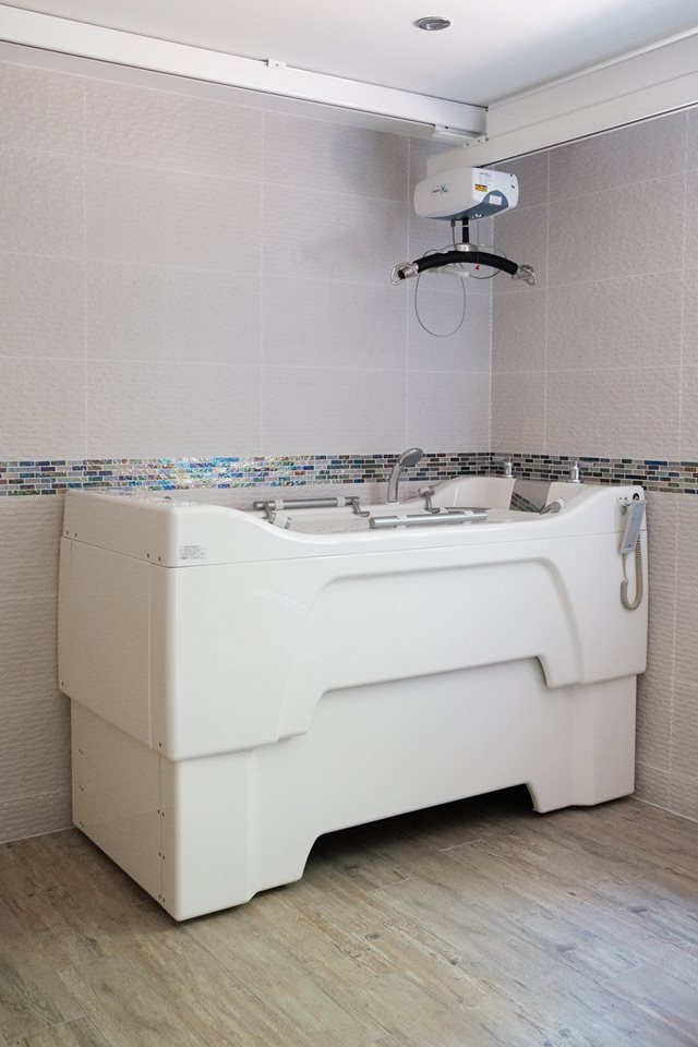 r278 studio independent living bathroom